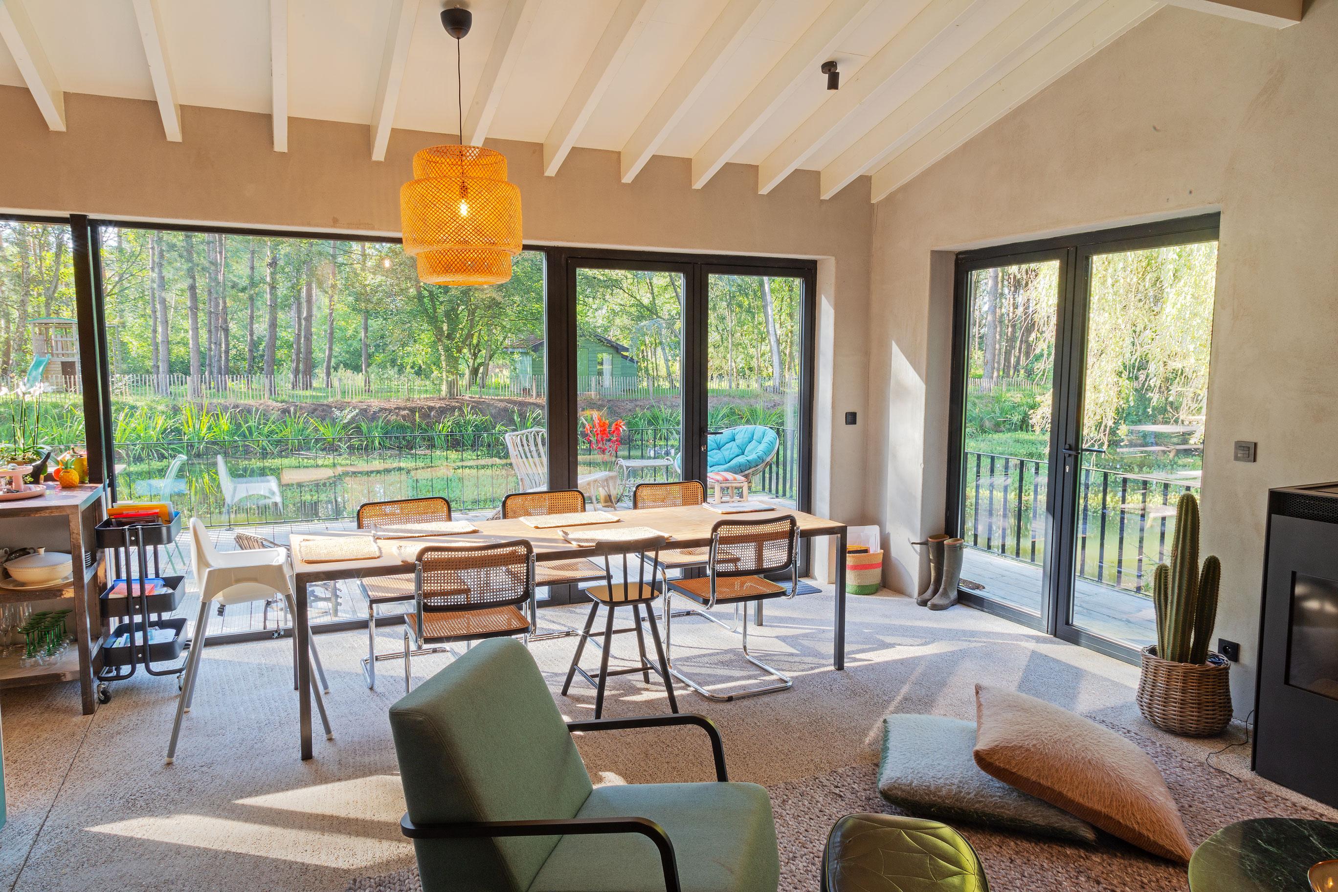 Berken Multiplex Badkamer : Vredig vakantiehuis met vijver en zwevend terras dhulst